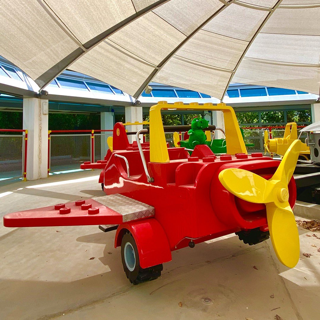 Hello boys & girls! Is it a bird? Is it a plane? NO! It's me, Ollie the dragon on a LEGOLAND Dubai plane in LEGO CITY! Even though I can fly, I am a little bit scared of heights and these LEGO planes is perfect to help me get over my fear of flying! - Ollie 🐉 #OllieExplores https://t.co/XvwjeKeG44