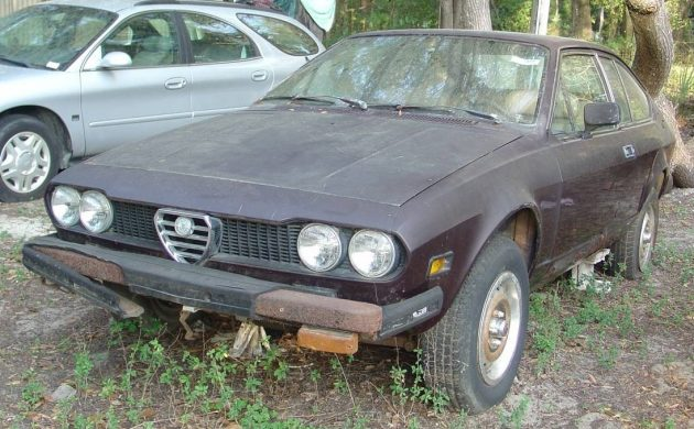 This 1975 Alfetta GT has fallen upon hard times, so take a look and see if it is a restoration project that you would be willing to tackle, or whether its ultimate fate rests as becoming a parts car. -> https://t.co/ZTn0YMDuHb #AlfaRomeo #Alfetta https://t.co/cy3y7yYO0J