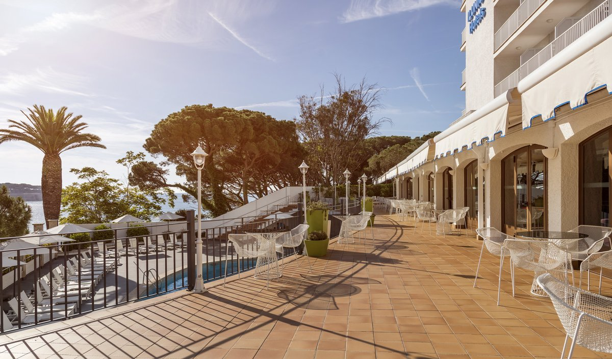 🏖️ @Ilunionhotels reabre sus hoteles vacacionales tras la pandemia  ✅22/06 ILUNION Sancti Petri ✅26/06 ILUNION Calas de Conil ✅26/06 ILUNION Islantilla ✅03/07 ILUNION Caleta Park ✅03/07 ILUNION Menorca ✅03/07 ILUNION Fuengirola  #NotaDePrensa ➡️ https://t.co/2ijdq0A6Xw https://t.co/DGR19rA8V7