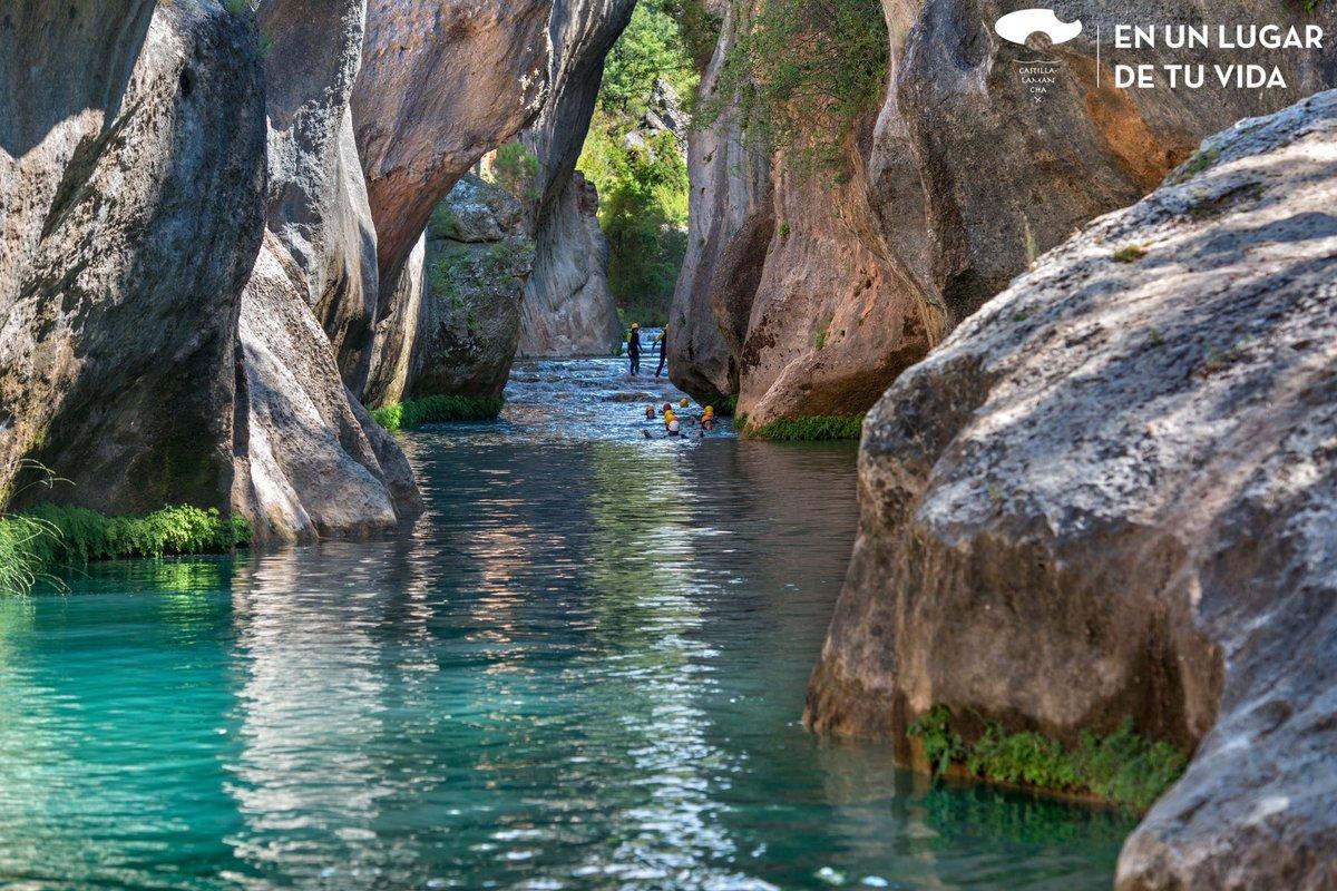 Pura adrenalina en #Castillalamancha en uno de los miradores más impresionantes de la provincia de #Cuenca, 𝒆𝒍 𝑽𝒆𝒏𝒕𝒂𝒏𝒐 𝒅𝒆𝒍 𝑫𝒊𝒂𝒃𝒍𝒐. Su entorno y la calidad de su agua cristalina, lo convierten en un lugar idóneo para los amantes de la aventura 🧗🏻♀️🚣🏽🤿 https://t.co/T4dgBVZoxR
