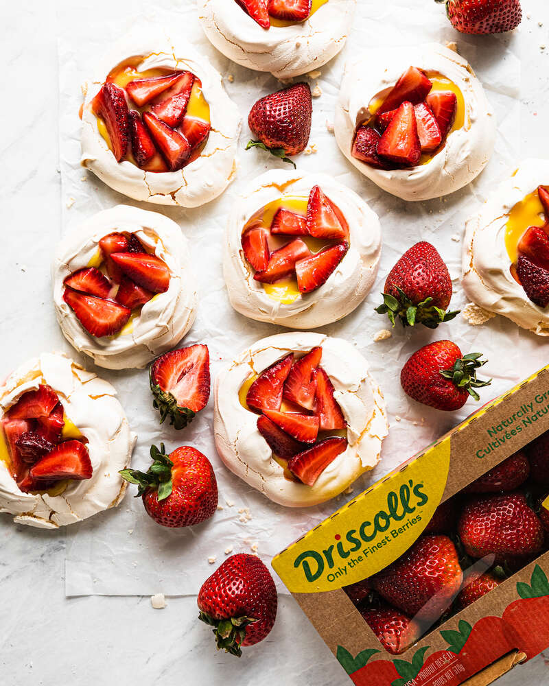 🍓What is your ideal warm weather dessert? Guessing it looks a lot like these @DriscollsBerry Big Berry Mini Pavlovas w/ Lemon Curd & Whipped Cream. 👉Get the recipe: https://t.co/GncjMwvJEJ #feedfeed #driscolls #BerryTogether #BerryBig #berries #berry #strawberries #dessert #ad https://t.co/EIPFMll5LM