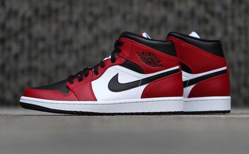 Kicksfinder On Twitter Ad The Air Jordan 1 Mid Chicago Black