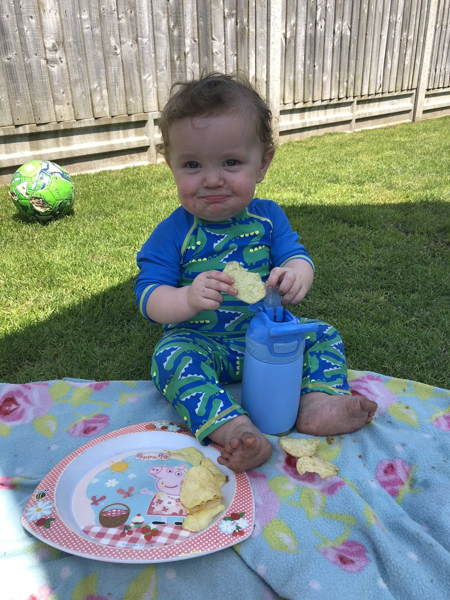 Picnic pals 💙 Obviously his big sister doesn't want to sunbathe undisturbed 😂 #jonahrobertchubb #myrainbow