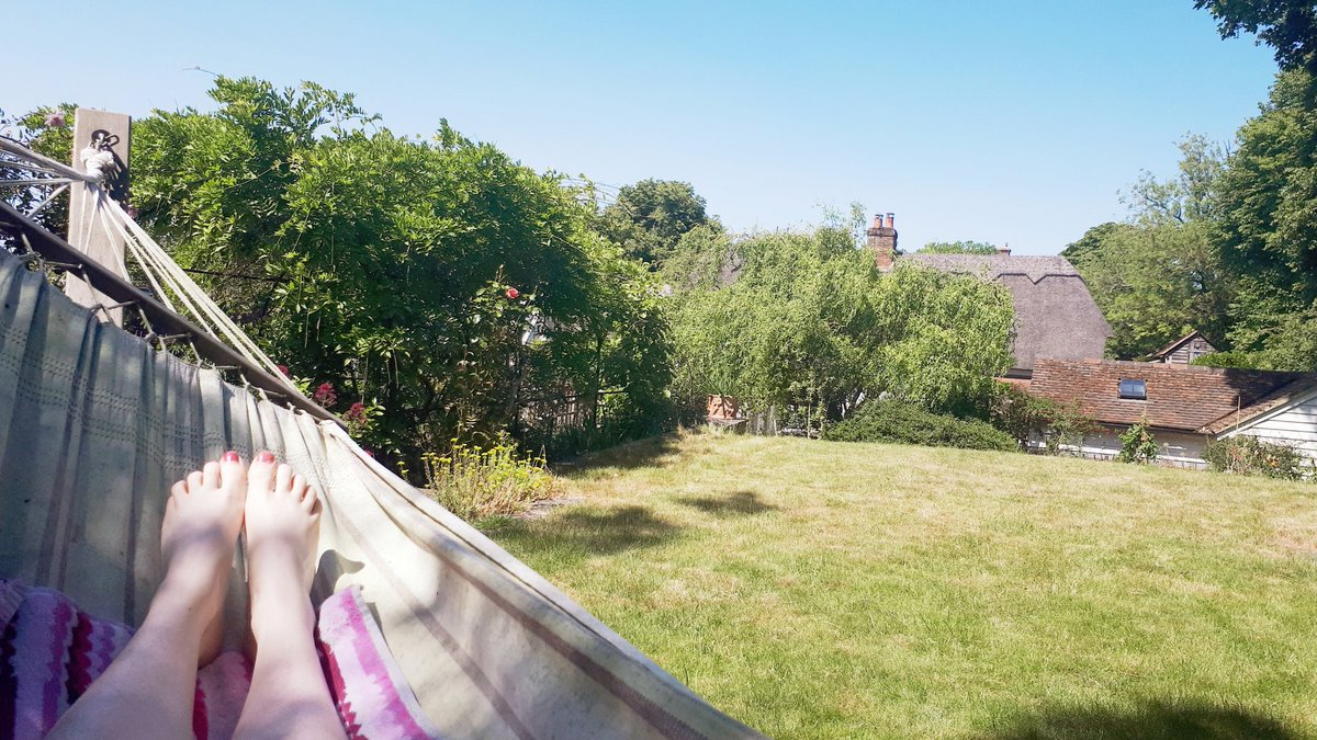 This is definitely the best way to work through all my trainees ARCP paperwork. Pleased to finally be able to enjoy some of the sunshine that people keep talking about while Im at work ☀️! @RCollEM @CUH_NHS @HEEoESEM #ARCP #MedTwitter #MedEd