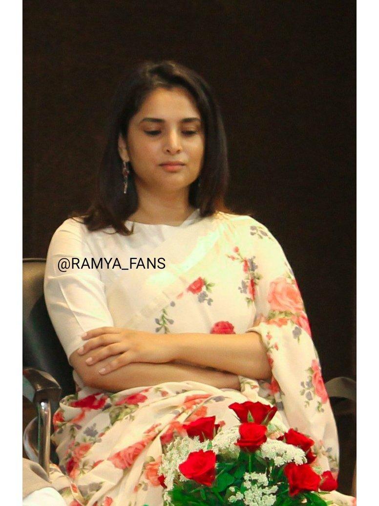 ಸ್ಯಾಂಡಲ್ ವುಡ್ ಕ್ವೀನ್ ರಮ್ಯಾ @divyaspandana #Sandalwoodqueen #sandalwoodpadmavati#sandalwoodqueenramya#kannadthi #nimmaramya#actressramya#angel #diva #divyaspandana#padmavati #luckystar_ramya #mohakataareramya #goldengirl_ramya#ramya#ramyaplsdofilms #ramya_fanspic.twitter.com/nXrsqOj6Sq