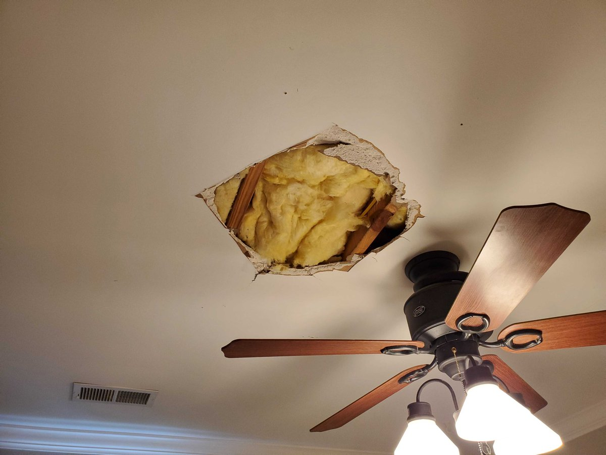 Need repairs done to your interior?  We can do it!! Call 901-444-0944 to make an appointment for a free estimate today!  #interiorpainters#getherdone#wecandoit pic.twitter.com/RHU91BG50D
