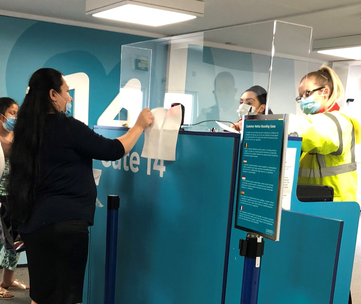 One of the new measures we've put in place to help reduce the spread of coronavirus is for passengers to scan their own boarding card at the Departure Gate. See https://t.co/PoLvwVat7R for more information regarding the new measures in place. #StayAlert https://t.co/IPJ1oQ8guV https://t.co/E133MVWzle