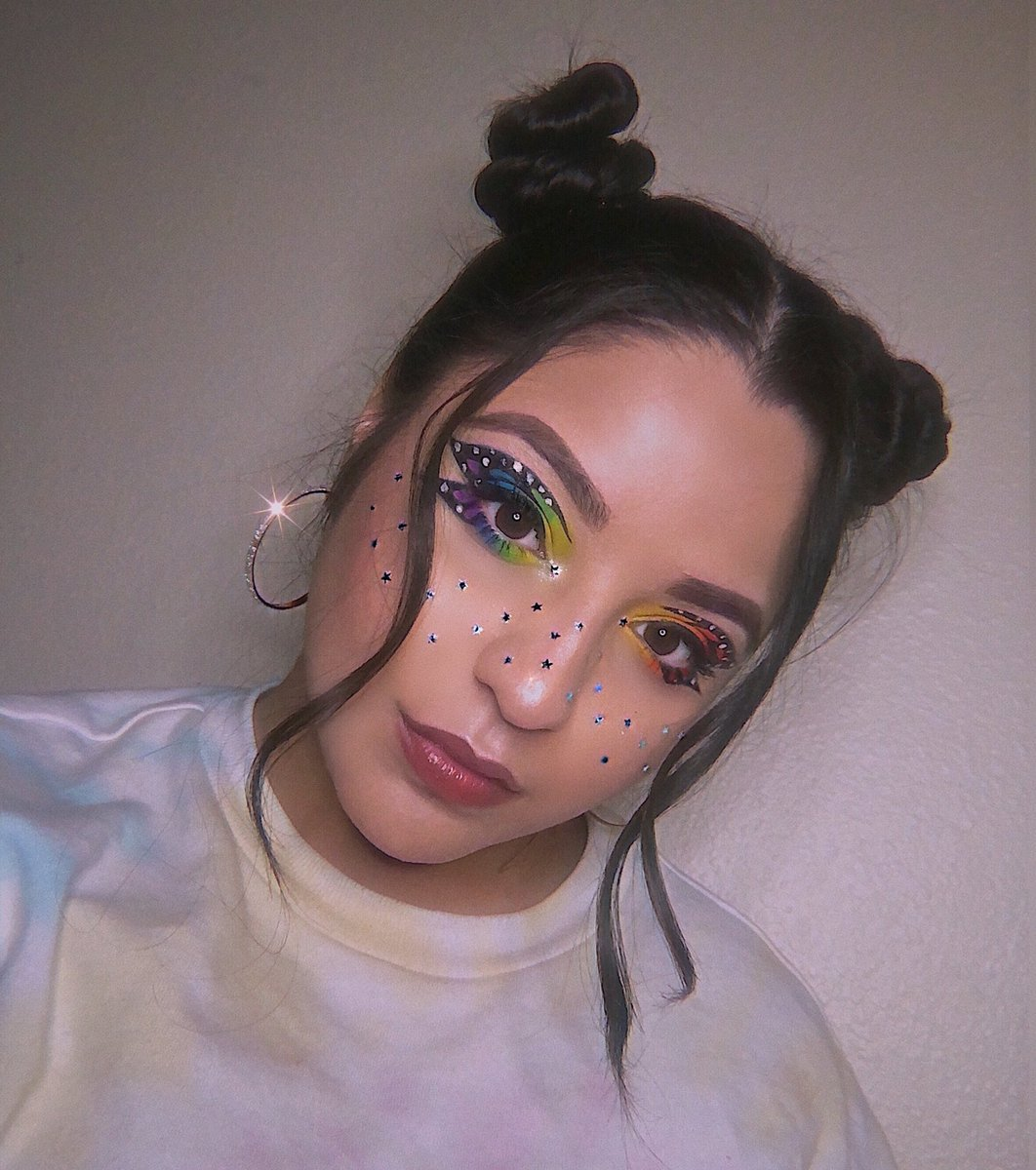 Last two pictures from last week's makeup look  For my eyes I used the @MorpheBrushes @jamescharles #unleashyourinnerartist Palette, and for the star freckles I used the #morphebrushes 24A Artist Pass Artistry Palette #PrideMonth #pridemakeup #butterflymakeup pic.twitter.com/VjwFQwsiot