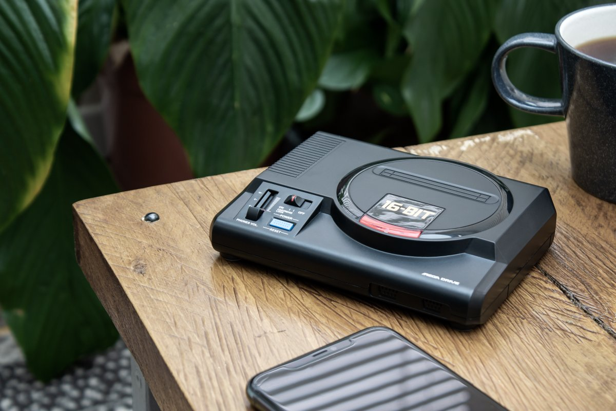 Based in Europe and still using cables to charge your phone?   Upgrade to @SEGAShopEurope's 16-bit* Mega Drive Wireless Phone Charger!  🇬🇧 https://t.co/pF46EXzsoF 🇪🇺 https://t.co/9mYdLQY7tF  #SEGAForever  *The charger isn't 16-bit - we're not even sure how this would make sense. https://t.co/V8zptByrin