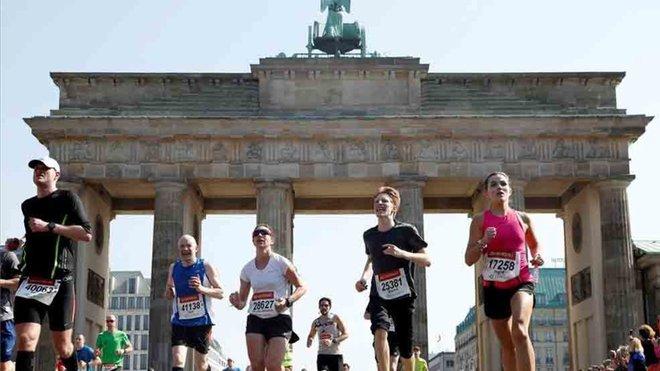 #ATLETISMO También la @berlinmarathon fue cancelada. Las autoridades alemanas prohibieron la realización de eventos con más de 5 mil personas hasta el 24 de octubre. Los detalles aca https://t.co/WvQrBiCbvK https://t.co/1e7yzlEUfL