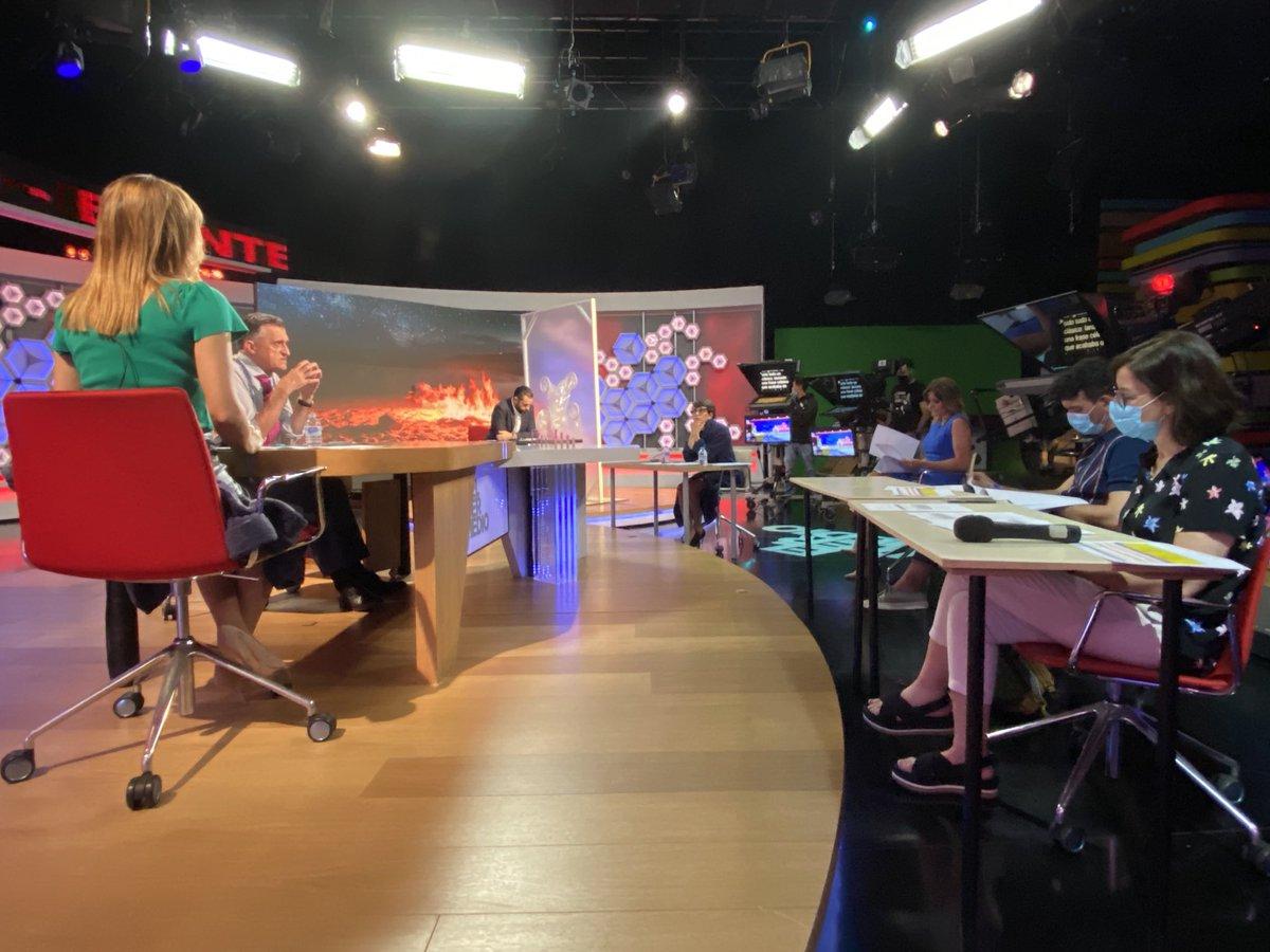 ¡Por fin! Ensayo con todos los presentadores de @El_Intermedio en plató https://t.co/sXqa3ZFbsr