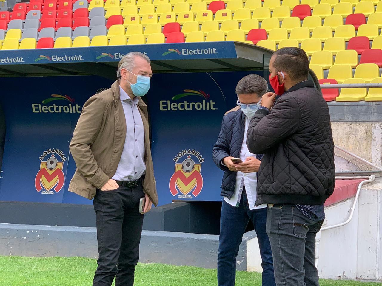 José Luis Higuera recorre el estadio Morelos, el viernes será presentado el equipo Atlético Morelia