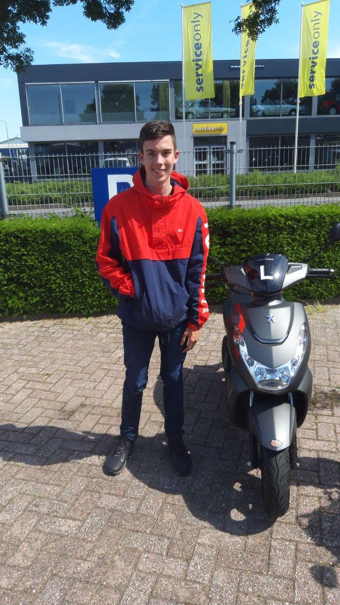 test Twitter Media - Jonathan Schram, van harte gefeliciteerd met het behalen van je scooterrijbewijs. Veel veilige kilometers op je nieuwe scooter! https://t.co/uSX2R46VKi