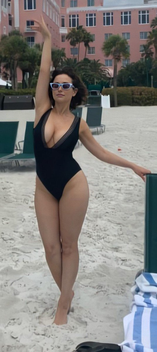 Sluts And Guts On Twitter Milana Vayntrub Curves Curvy Celebs