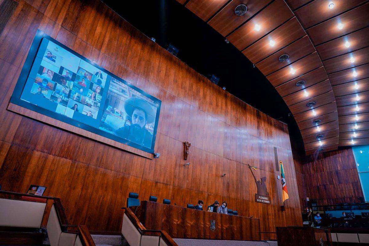 Hoje tivemos a 9ª Sessão Virtual do Parlamento gaúcho. Com todas as medidas de segurança, o trabalho continua!  #sesaoplenariavirtual #gauchodageral #gauchodors #gauchodeputado https://t.co/QOOQ6zW6YU