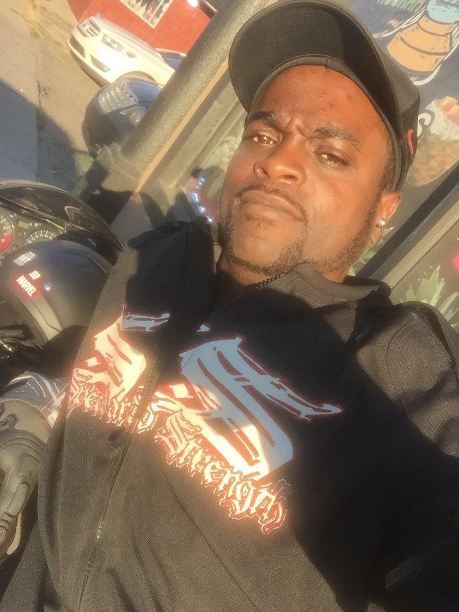 I'm high and chillin, #wtf everybody at#aDayInTheLifeOf #MotorcycleMusic #YaManzOneScareCrow #PhantomsMCmi #PFFP #BikeLife #DetroitBikeLife #Hyabusa #HarleyDavidsonpic.twitter.com/2JypANXEGc