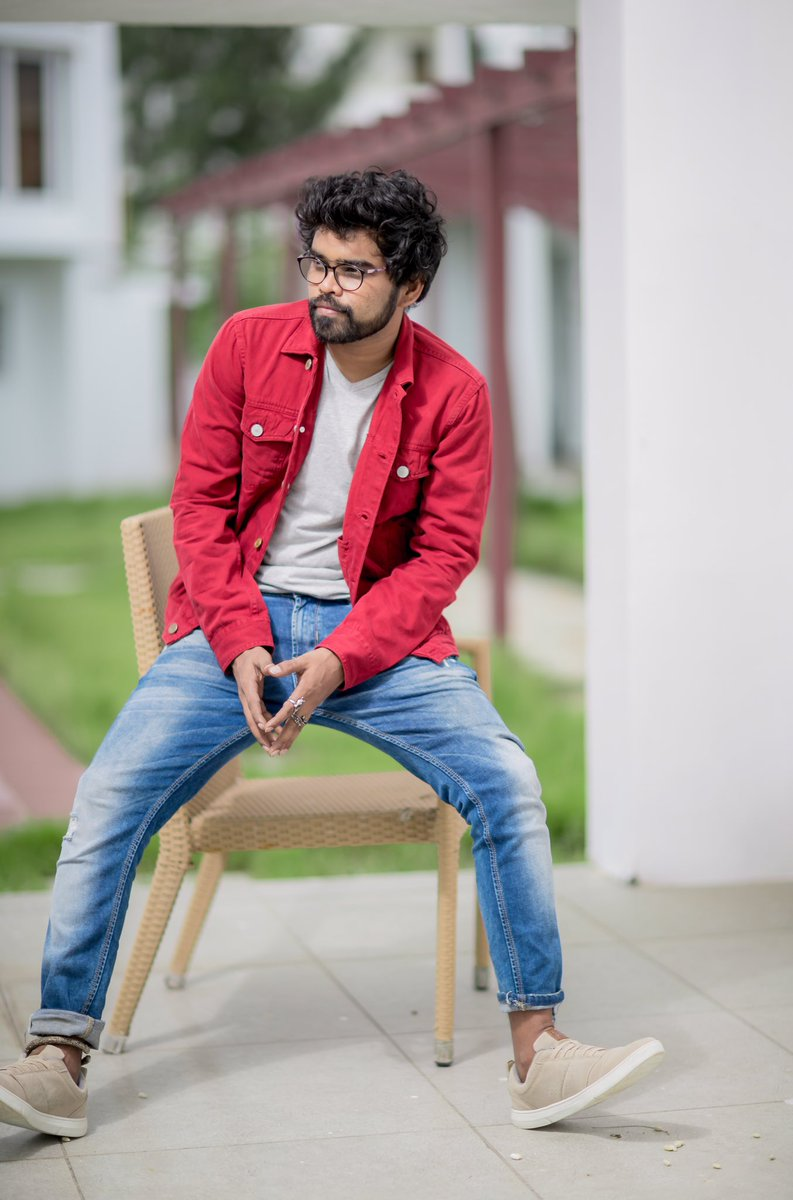 #ellapugazhumenpetrorukke  Photography @camsenthil  Wardrobe @sathyanjfashionhouse   #kollywoodcinema #stylist #fashionstylist #costumedesigner #actor #casualshoot #brightcolour #red #jacket #tshirt #slimfit #jeans  #sneakers #silverkada #withoutsocks #spec #loveposing #njpic.twitter.com/pYsyXycoLK