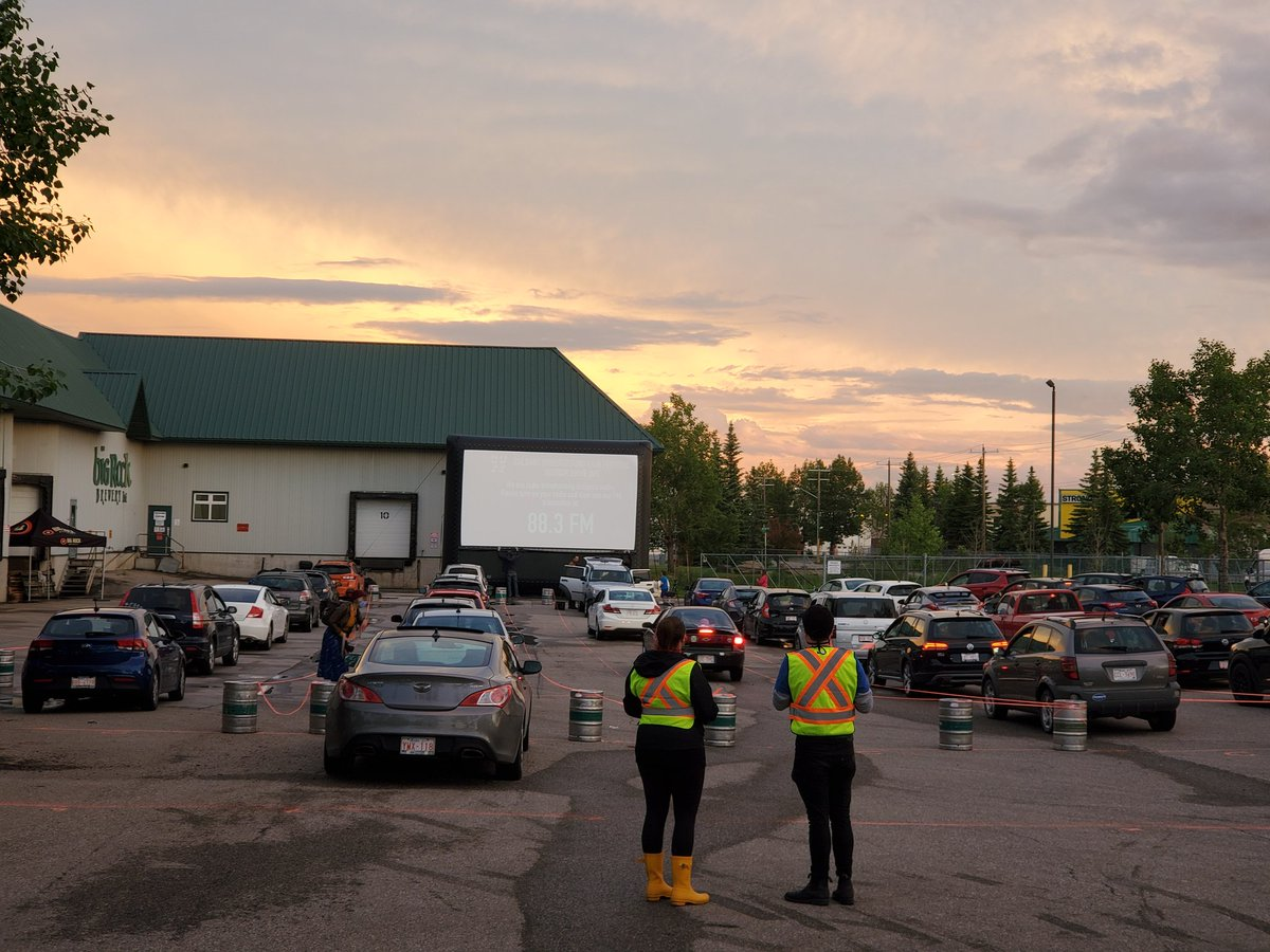 Screen is up and cars are loading in for the first @CUFF drive-in movie at Big Rock Brewery! #cuffdriveins https://t.co/BsYpxslAC8