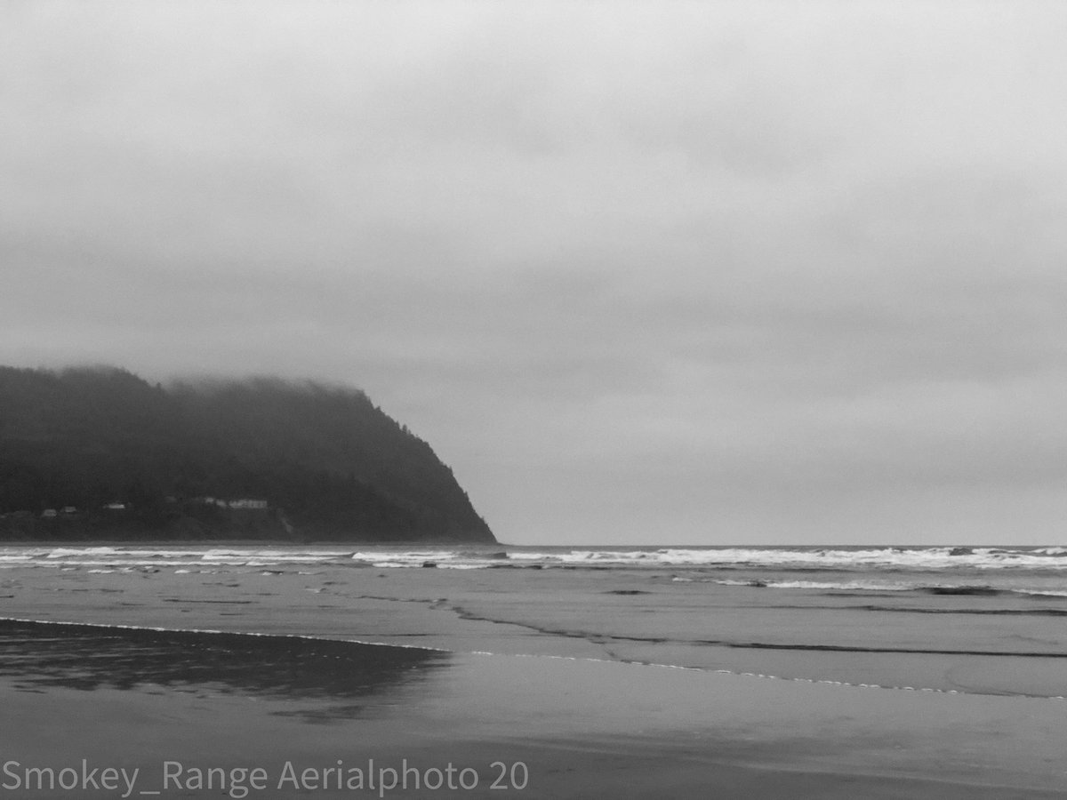 Today was cooler n cloudy and misty #orwx #oregoncoast #seaside #pacificocean #cloudy #misty #beachlifepic.twitter.com/XKDl7Wk259  by Danny B.