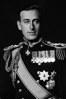 #25June_1900 Louis Mountbatten, was born lastViceroy of India(1947) firstgovernor-generalofindependent India(1947–1948) Mountbattenplan #3June passed by British parliament #5July 1947 & approval #18July 1947 Mountbatten brought partition date from June 1948 to #15Aug 1947. https://t.co/f43p7rya1k