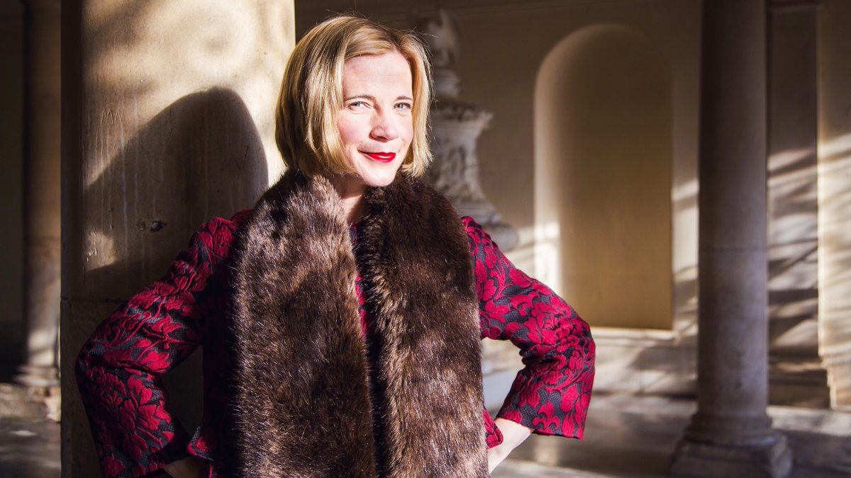 What took place in a 'portable palace' 500 years ago, hosted 12,000 people, and required 200,000 litres of wine? 🍷 At 7pm @Lucy_Worsley will be live online with Alden Gregory exploring the extraordinary Field of Cloth of Gold of 1520. You're invited! 👉 bit.ly/clothofgold-ta…