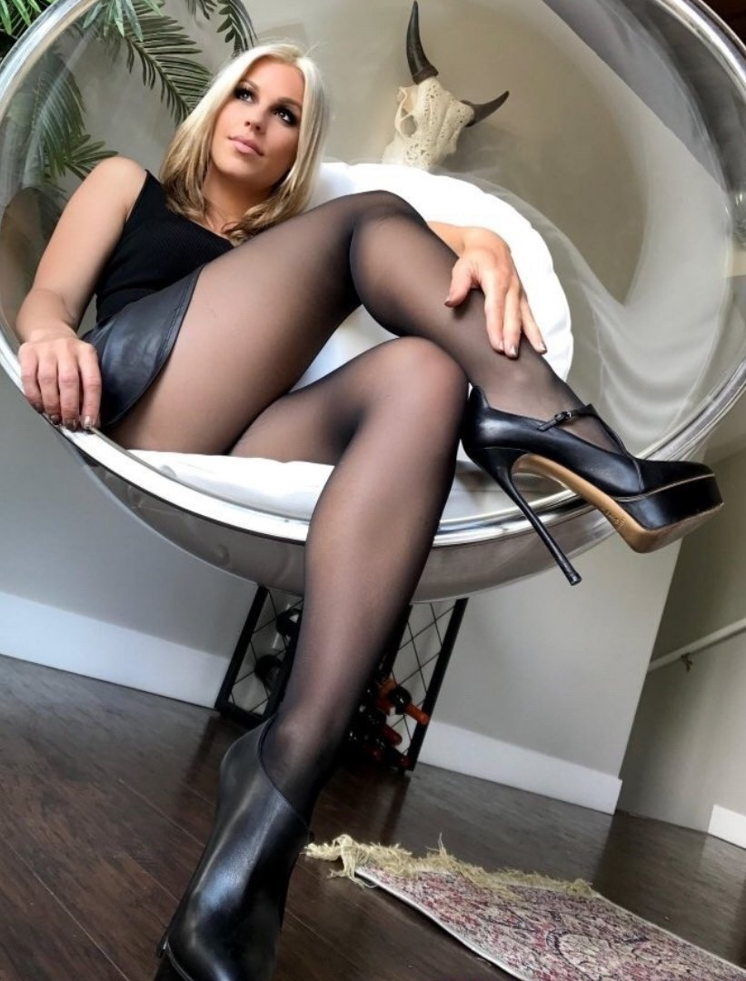 Silvie Nude In Pantyhose Fetish