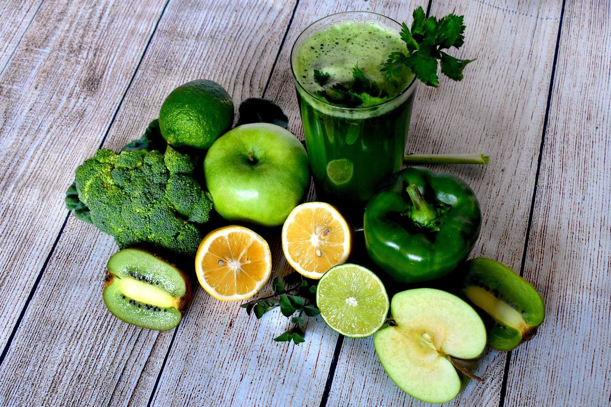 Greens drinks are the future, full of all different vitamins depending on the fruit and vegetables you use. They are also lovely and refreshing in this hot weather ☀️🍉☀️🥝☀️🥑☀️ #sun  #5-A-DAY #fruit #veg #vegetables #vegetarian #leeds #juicing #smoothie #hot #refreshing https://t.co/P71ZzT0FJF