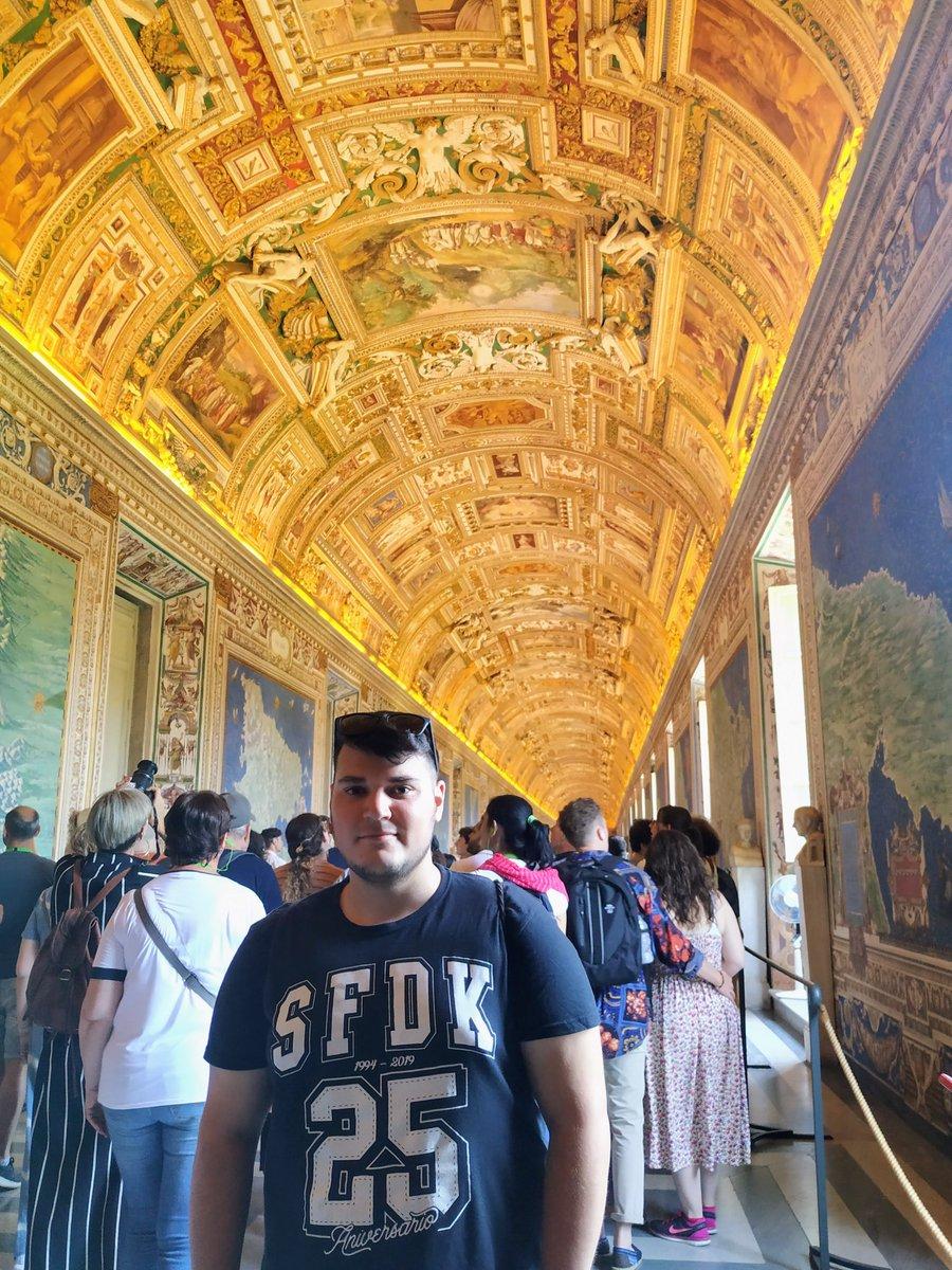 Acordándome de cuando fui con la camiseta de @SFDKoficial al Vaticano. https://t.co/5Tq257BGpQ