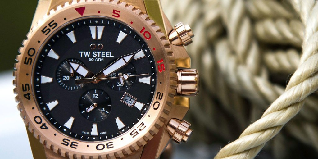 Will you dare to go bolder with our #ACEDiver collection?   Make waves with your new timepiece, featuring a rotating diver bezel and Swiss Super Luminova.   Put a new twist on your style now with these limited edition watches.   https://t.co/kVlSlcg7uU  #TWSteel #Watch #MakeWaves https://t.co/5YQtmSnFHl