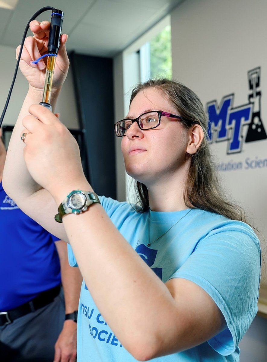 A #research team from @MTSUNews & @lipscomb created a course that provides #highschool #students with quality #nutrition #education, allowing them to apply this knowledge to improve their #health, earn college credit & prepare for their careers. Read more: https://t.co/Vstn36Euzc https://t.co/VVRBXs6XI6