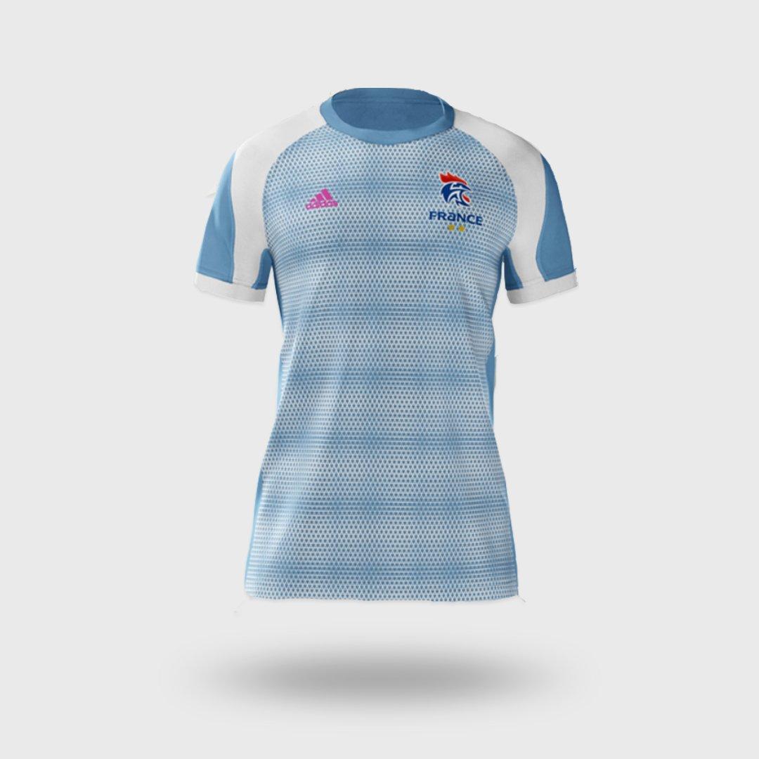 Siraba DEMBELE s'est prêtée au jeu du design de maillot ! ✍😊   Et toi, si tu pouvais le dessiner, à quoi ressemblerait ton maillot des Bleu.e.s ? 🤔   Retrouve les modalités de participation en commentaires  ⌨  #BleuetFier https://t.co/LXjUnORjhO