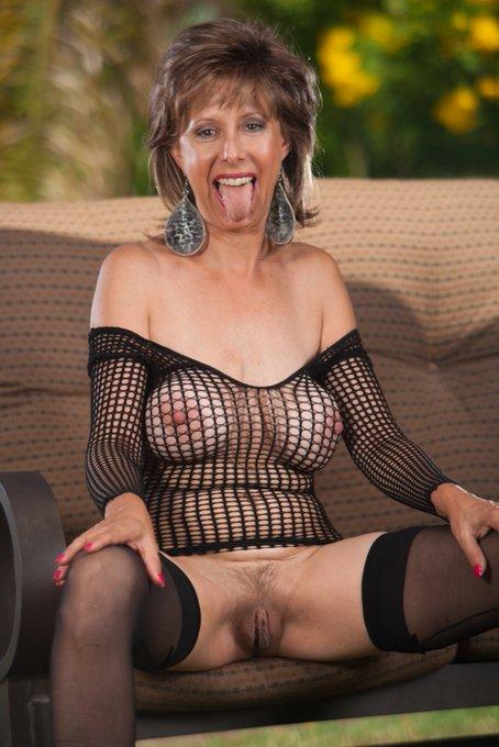 Happy Tongue Thursday my Horny's! #MILF #Blowjob @MilfTotal @MILFModelWorld @Nigeymartin @milfs_all @MilfsnCum