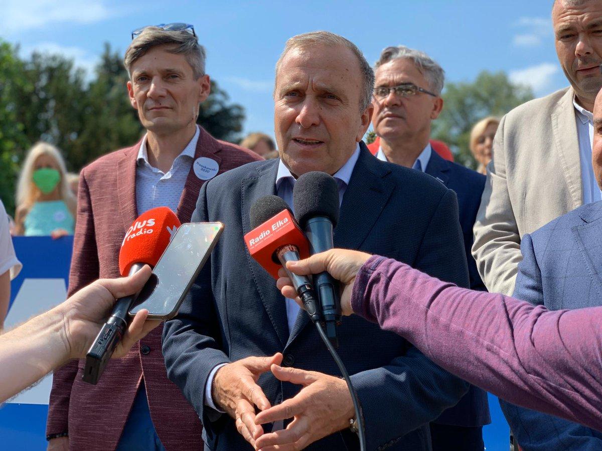 To już przedostatnie popołudnie przed ciszą wyborczą. Nie zwalniamy tempa z kampanią #Trzaskowski2020 i odwiedzamy kolejne miasta. Spotkaliśmy się z mieszkańcami Lubina i Głogowa, w Polkowicach z samorządowcami z powiatu, a w Górze przekazaliśmy materiały do #TrzaskamyBanery. https://t.co/2YQUHOKzIQ