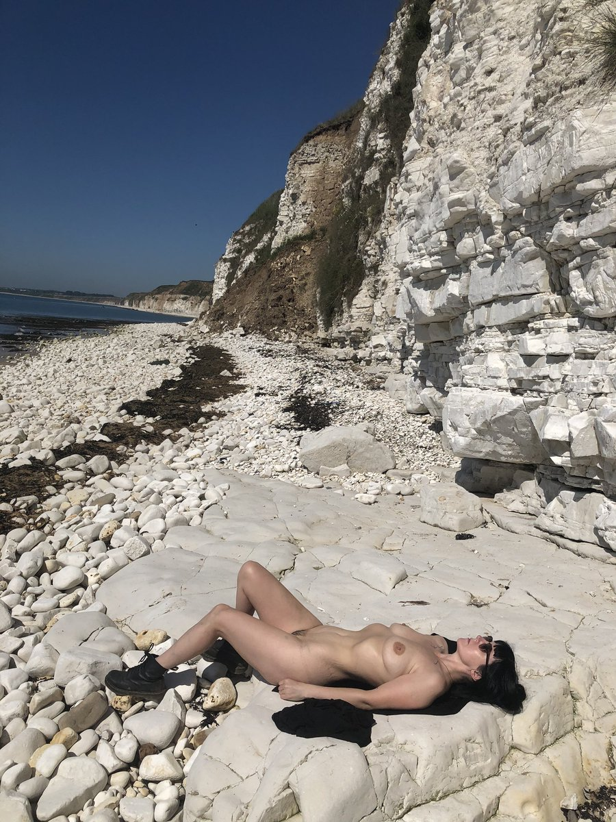 Found a quiet spot today in East Yorkshire. Plenty of red bits now though  except for the sock lines from keeping my boots on.  #NormaliseNudity #naturism #suntan #beachnude #hothothot #nonsexualnudity #britishnaturism pic.twitter.com/iWXHaKOnip