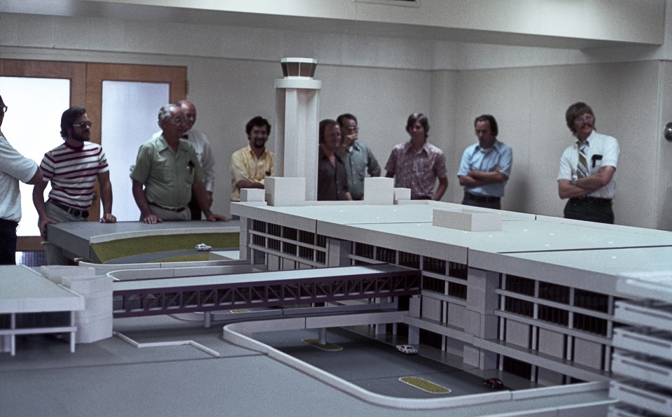 This image shows designers and planners inspecting a model of the future Terminal 3. In 1979, the terminal and its adjacent 6-level parking garage set new standards in airport design with 384,000 square feet of space and 16 gates on 2 concourses. #tbt #throwbackthursday https://t.co/Mj1Pm5Ojqq
