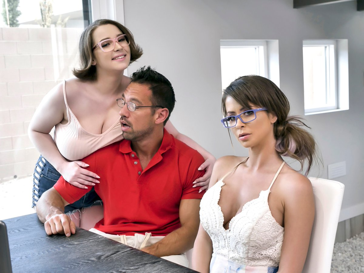 What do you think @thejohnnycastle is thinking? 👀 @annablazexxx @emiaddisonnyc
