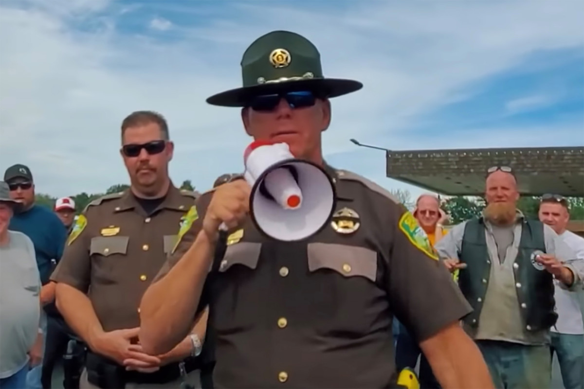 'Don't be a sheep': Washington sheriff urges residents defy mask order