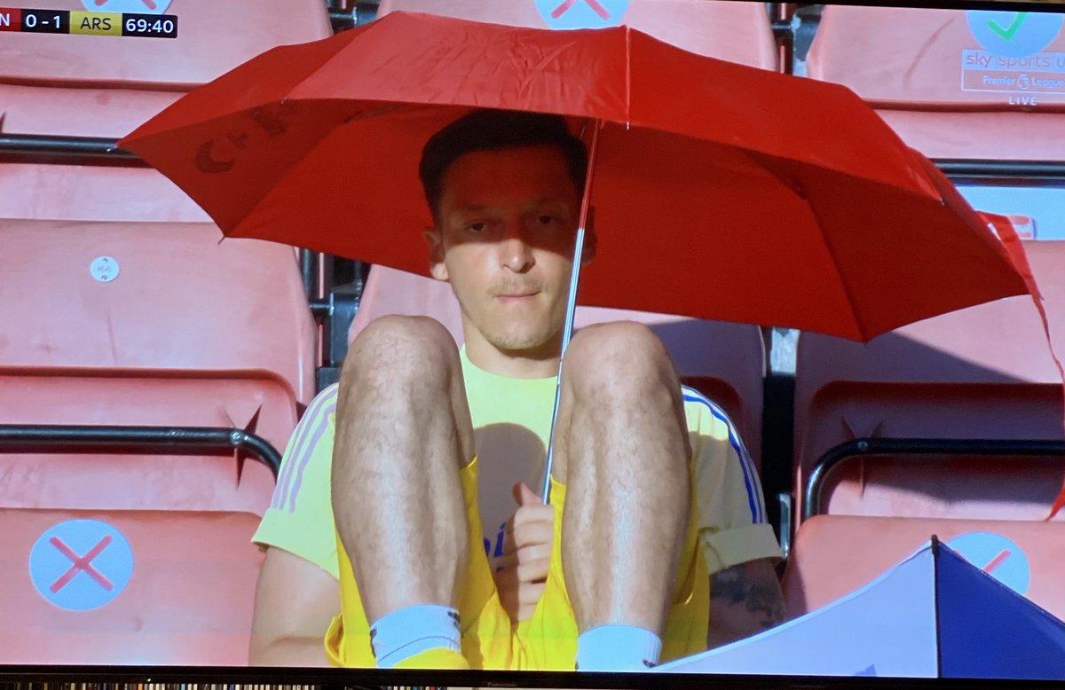 Mesut Ozil.  £350,000-a-week to sit under an umbrella. https://t.co/6Z8QHMtuHc