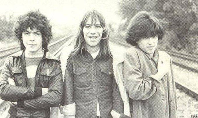 The Cure featuring Lol Tolhurst, Michael Dempsey & Robert Smith as teens back in 1978 https://t.co/WZboPCx3MC