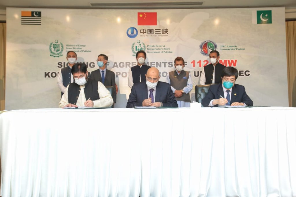 Signing ceremony Tripartite Agreement Kohala Hydel Power Project.Its timing fits in well with PM's push for reinvigorating construction sector&related Industry.A boost for local economy,provision of 5000 direct jobs,$2.4 Bn investment, cheaper power #CPEC #CPECMakingProgress https://t.co/J1XVhjCCta
