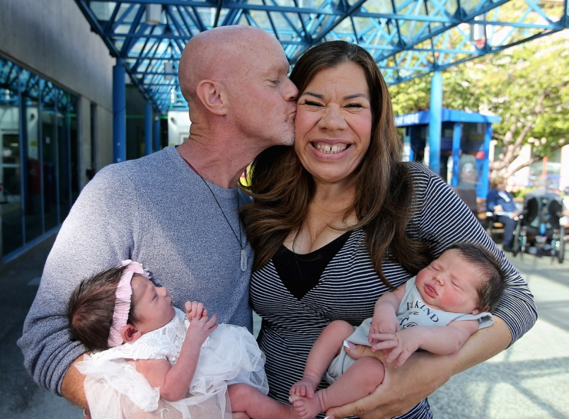 """'Twins with a twist': bio mom & surrogate pregnant at same time -- Margo, 42, calls Austin & Sofia her """"double rainbow babies,"""" (babies born after a miscarriage or stillbirth) https://www.timescolonist.com/news/local/twins-with-a-twist-biological-mom-and-surrogate-were-pregnant-at-same-time-1.24157854…  #pregnancynews #pregnancyover40 #pregnantover40 #momover40 #latermotherhoodpic.twitter.com/HhdR8k1G80"""