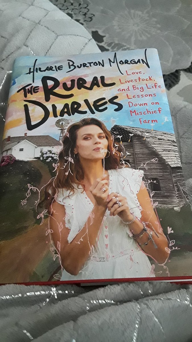 I have waited forever for this!! I'm so excited! Thanks @Apparition25!!  It looks fabulous!! @HilarieBurton you've been a favorite of mine since your #TRL #PeytonSawyer days! pic.twitter.com/G6bucVVj0z