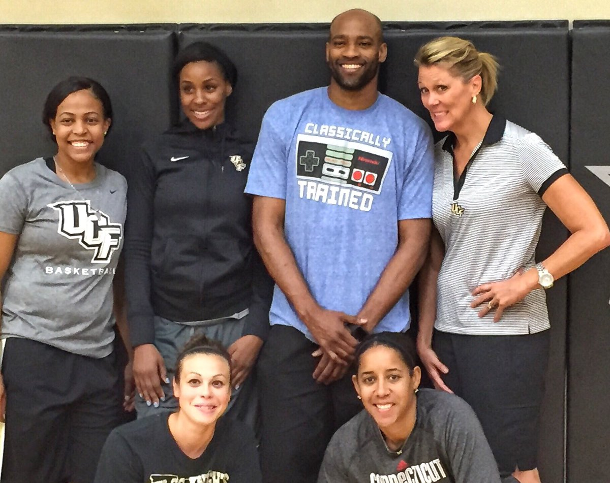 Since it's #TBT, here's a throwback to Vince Carter hanging out with our staff 😁  Thanks for the memories, @mrvincecarter15 and enjoy your retirement! https://t.co/wTD2YTywsN