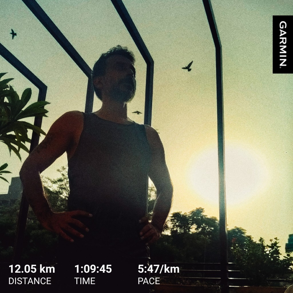 I'm gonna be where the lights are shining on me.  #beatyesterday #madaboutrunning #running #FitWithT https://t.co/KgI3cNxge3