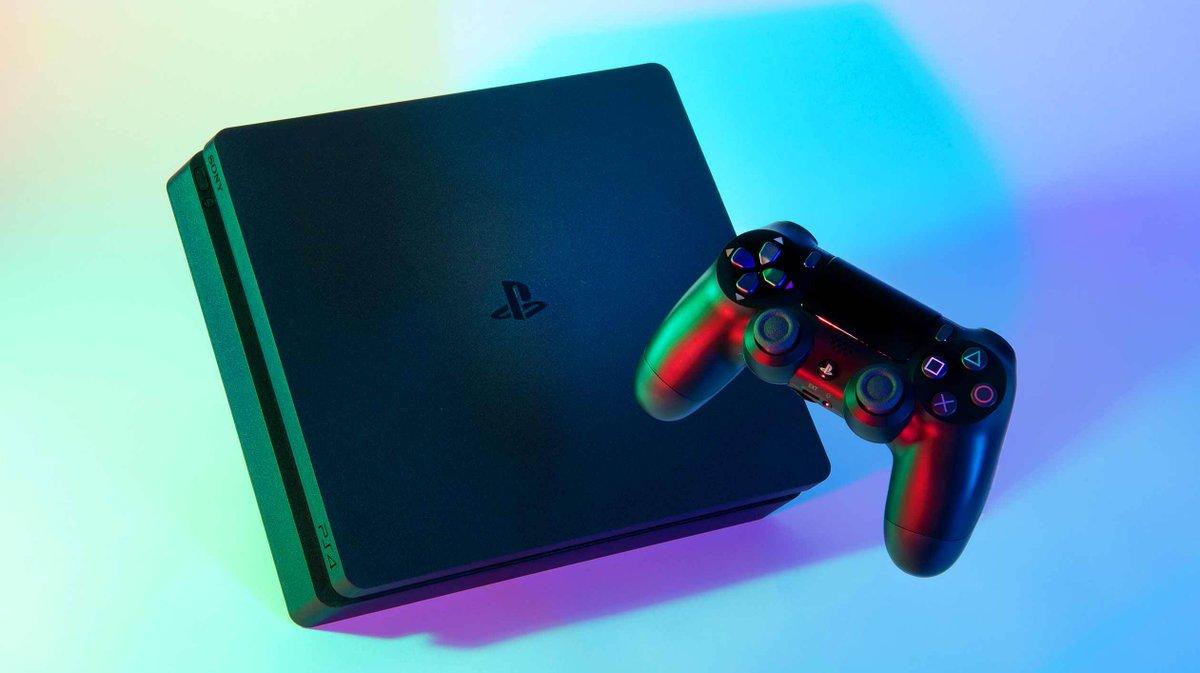 PS4を作っていたのは32台のロボットでした。磨き込まれた「指先」の妙技をカメラマン・淡嶋健人記者が撮影した美しい写真でお楽しみください。#PlayStation #プレステ #Sony #PS5 #日経ビジュアルデータ https://t.co/xn2LV6T3UD https://t.co/b7IJBCXeEa