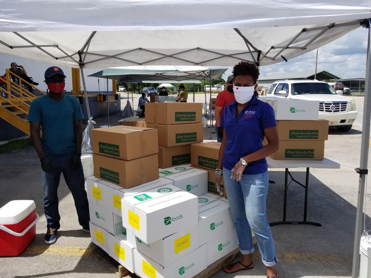 #UFIFAS #SWFREC crew volunteering to help distribute #FarmtoFamily food boxes in Immokalee today.