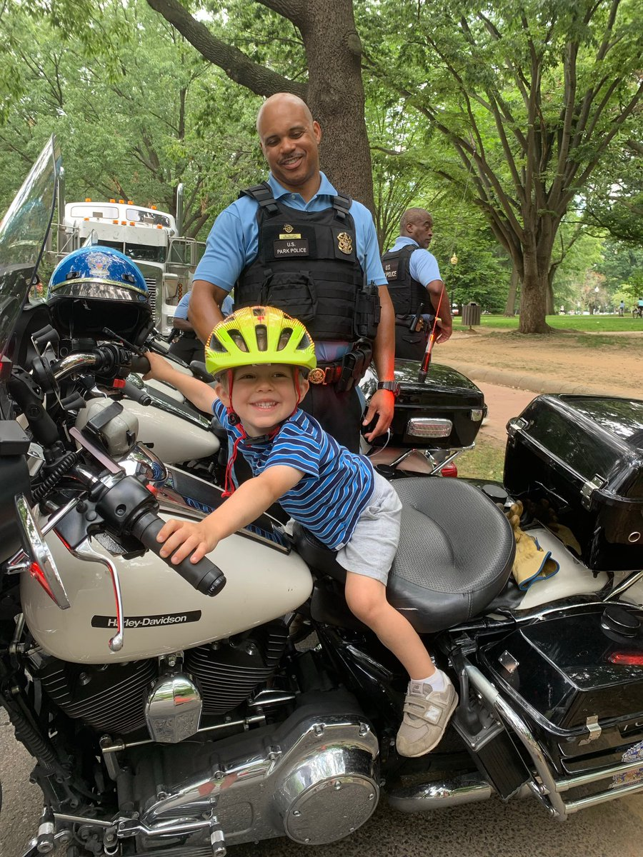 Thanks to all the law enforcement officers who are on call to protect our nation's monuments. And in this quieter moment, for helping to make my grandson's day. 🇺🇸 https://t.co/NNNNs0CwOD
