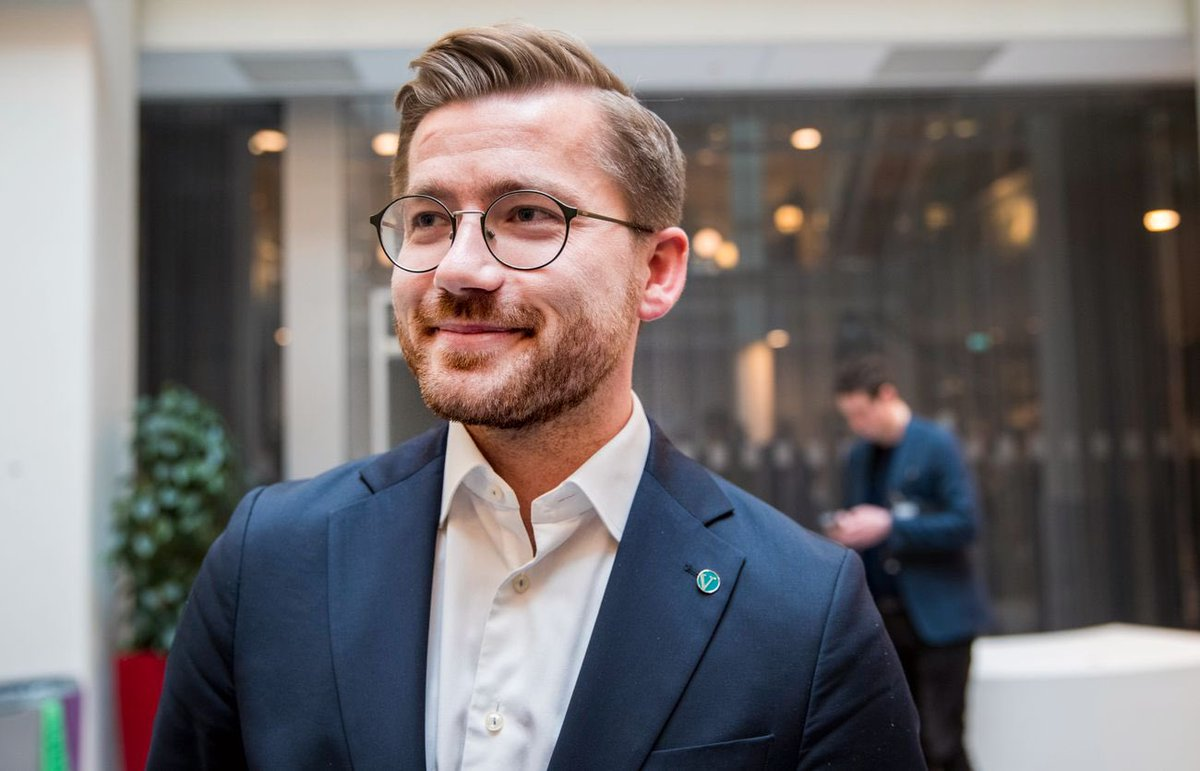 """The Norwegian minority coalition gov of PM @erna_solberg loves to talk about #climateissues - however, her cabinet, as the climate and environnent minister @Rotevatn - representing Venstre, a faded """"green party"""" - will continue oil exploration even in the very vulnerable Arctic! https://t.co/hIE5OE64jj https://t.co/Pb3qspkh5I"""