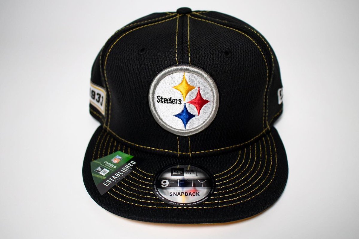 All new NFL New Era Snapbacks available now! . . What's your team !? . . #newera #neweracap #snapbacks #nfl #caps  #sports #sportsleague  #teams #favorite #shopping #retail #streetwear #apparel #9fifty #9fiftysnapback #patriots #packers #steelers #titans #nflteams #footballpic.twitter.com/BZ4OFJitjA