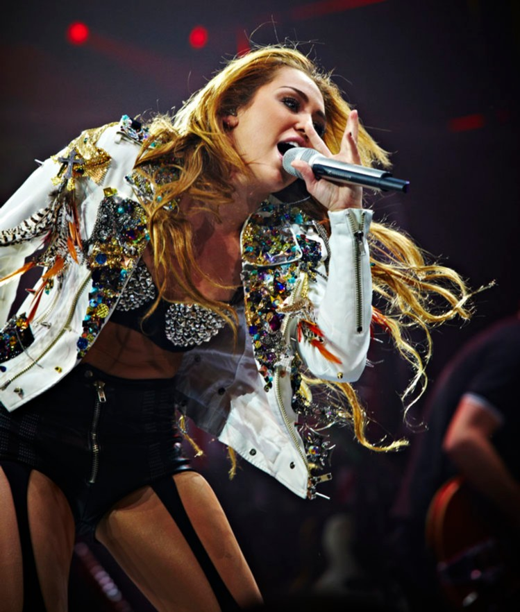 "#reLIVEthelive Remember when @MileyCyrus brought her ""Gypsy Heart Tour"" to Australia!?! #Onthisday in 2011 #mileycyrus brought The Party from the USA to #Sydney for 2 huge shows! 😜👅  #onthisday #qudosbankarena #gypsyhearttour https://t.co/o9U4fAool9"